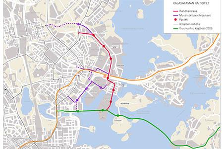 Sompasaari on raiteiden äärellä. Metroasema on lähellä, raitiolinja Pasilaan (punainen) valmistuu arviolta 2024, uusia siltayhteyksiä hyödyntävät linjat Hakaniemen ja Laajasalon suuntiin (vihreä) arviolta 2026.