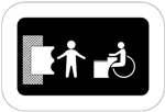 Hiekkapöytä. Kuvassa vasemmalla on hiekkapöytä kuvattuna ylhäältäpäin. Keskellä on lapsen hahmo ja oikealla pyörätuolissa istuva henkilö hiekkapöydän ääressä. Tumma tausta.