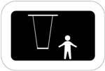 Keinu. Kuvassa on keinuistuin ja istuimen ketjut kuvattuna edestäpäin. Keinun oikealla puolella on lapsen hahmo. Tumma tausta.