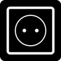 Latauspiste. Kuvassa on pistorasia kuvattuna paksuviivaisena neliönä, jonka sisällä on ympyrä. Ympyrän keskellä on kaksi pistettä kuvaamassa pistokeaukkoja. Tumma tausta.