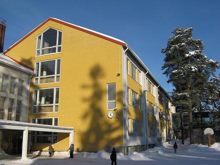 Talvinen ulkokuva koulusta