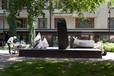 Veikko Hirvimäki: Kuningasajatus / The Leading Thought (The Mika Waltari Memorial), 1985. You may not use this photo for commercial purposes. © Photo: Helsinki Art Museum / Hanna Kukorelli