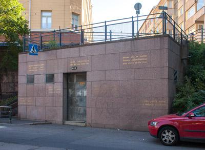 Bjarne Lönnroos: Pysyvien rakenteiden lisäksi myös tilapäiset ilmiöt vaikuttavat paikan luonteeseen, 1998. Et voi käyttää kuvaa kaupallisiin tarkoituksiin. © Kuva: Helsingin taidemuseo / Hanna Kukorelli