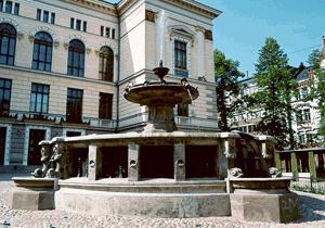 Gustaf Nyström: Ständerhusets springbrunn, 1891. Du får inte använda foto i kommersiellt syfte. © Foto: Helsingfors konstmuseum