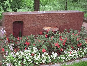 Sigurd Steniuksen hauta, Munkkiniemessä Helsingissä, 1969. © Kuva: Helsingin taidemuseo