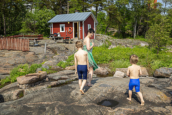 At Pihlajasaari sauna you can go swimming in the sea.