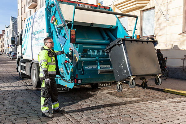 Waste collection in the Helsinki inner city. Photo: HSY