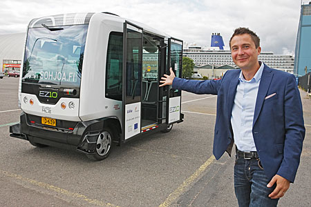 Harri Santamala and a Sohjoa driverless minibus. Photo: Pertti Nisonen