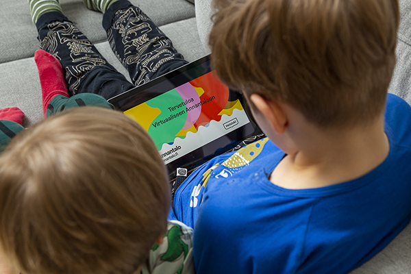 picture of  two young children looking at a touchscreen tablet pc