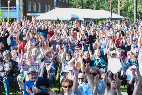 People celebrating Helsinki Day. Photo: Kimmo Brandt.